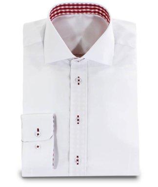 weißes Hemd mit rotkarierter Applikation im Kragen
