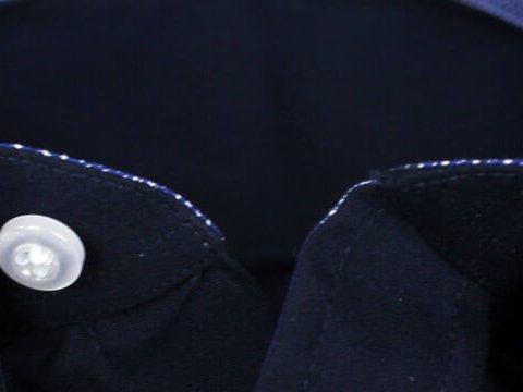 Button-Down-Kragen weiter geöffnet