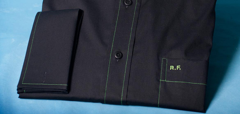 Monogramm auf der Hemdtasche