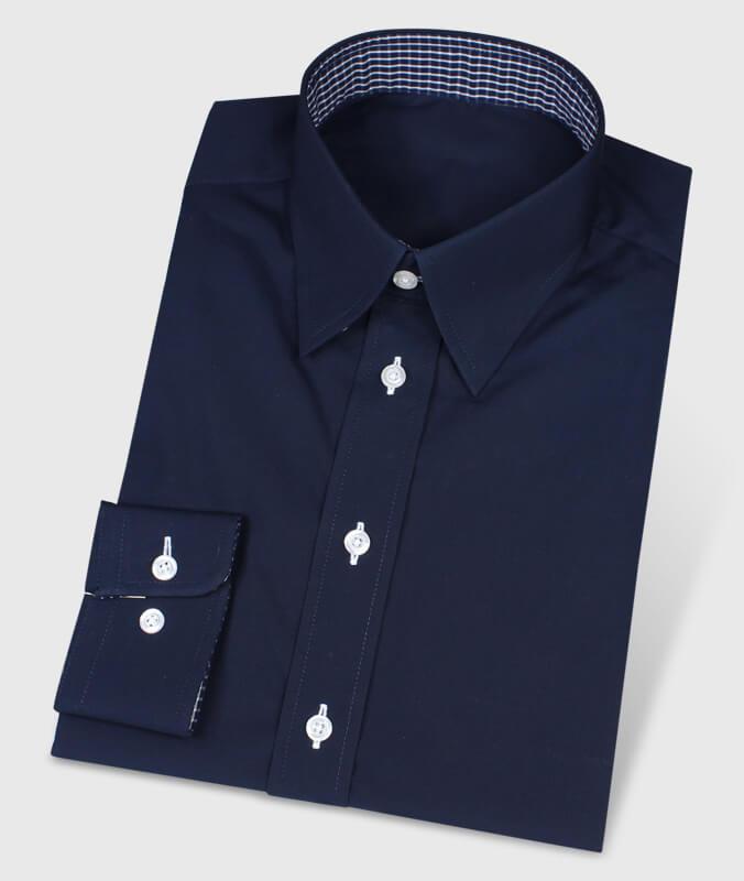 Dunkelblaues Button-Under-Hemd mit kariertem Kontraststoff